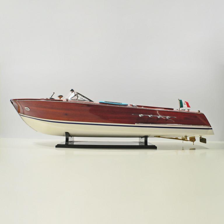 Super-Riva-Painted-L90-BW-01